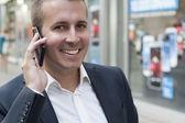 Uomo, usando il telefono intelligente — Foto Stock
