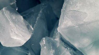 Isbitar som smälter i tid förfaller — Stockvideo