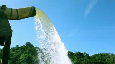 Vodovodní potrubí a dam — Stock video