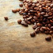 Kaffee auf grunge-holz-hintergrund — Stockfoto