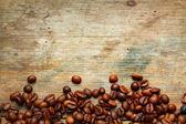 咖啡 grunge 木制背景上 — 图库照片