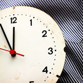 Zegar na paski tkaniny — Zdjęcie stockowe