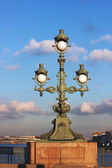Street lamp at the Troitsky Bridge in St Petersburg, Russia — Stock Photo