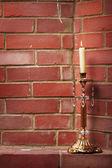 Vela ardiente en el candelabro — Foto de Stock