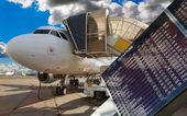 Airport flight information — Stock Photo