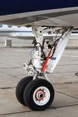 Vordere fahrwerk-kleinflugzeug — Stockfoto