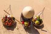 Vietnamese woman and fruit — Stock Photo