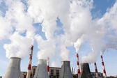 Tubi di fumo della centrale termoelettrica — Foto Stock