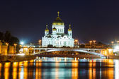 Moskva River and Cathedral of Christ the Saviour — Stock Photo
