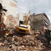 Demolition excavator in the e city — Foto de Stock