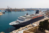 Passenger cruise liner in the Malta Grand Harbor — Foto Stock