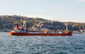 Large ship tanker proceeding along the Bosphorus — 图库照片