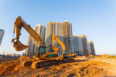 Two excavators and a new multistorey building — Foto de Stock