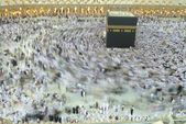 Slow shutter of muslim pilgrim circumbulate around Kaaba. — Stock Photo