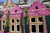 HAARLEM, THE NETHERLANDS - APRIL 21 2013: Dutch houses with flowers at flower parade on April 21 2013 in Haarlem, The Netherlands. The annual flower parade is a unique event with one million visitors. — Stock Photo