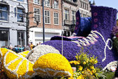 HAARLEM, THE NETHERLANDS - APRIL 21 2013: Shoe with flowers at flower parade on April 21 2013 in Haarlem, The Netherlands. The annual flower parade is a unique event with one million visitors. — Stock Photo