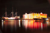 AMSTERDAM, THE NETHERLANDS: Building and ancient ship with lights at annual Amsterdam Light Festival on December 30, 2013. Amsterdam Light Festival is a winter light festival — Stock Photo