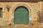 Portas arredondadas típica — Fotografia Stock