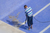 Cleaning the pool ground — Stock Photo