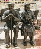 Two elders statue — Stock Photo