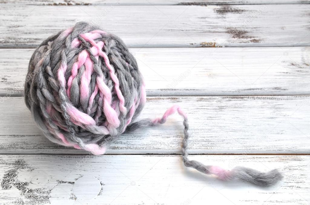 One ball of pink and gray handspun yarn — Stock Photo #16203465