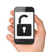 Main tenant le smartphone avec cadenas ouvert — Photo