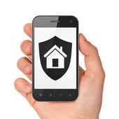 Smartphone con protector de mano en pantalla. — Foto de Stock