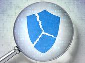 Concetto di privacy: vetro ottico con icona scudo rotto — Foto Stock