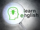 Концепция образования: голова с лампочкой и изучать английский язык с Оп — Стоковое фото