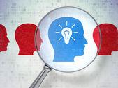金融の概念: 数字の光学ガラスで頭 Whis 電球 — ストック写真