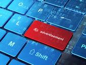 Reklamní koncepce: finanční Symbol a inzerce na výpočetní — Stock fotografie