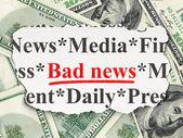 Concepto de noticias: malas noticias en el fondo de dinero — Foto de Stock