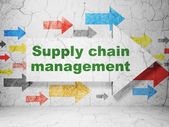 Advertising concept: arrow whis Supply Chain Management on grunge wall background — Stock fotografie