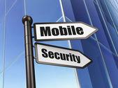 Koncepcji ochrony: znak mobilnych zabezpieczeń na tle budynku — Zdjęcie stockowe