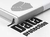 Koruma kavramı: kitap kırık kalkan, beyaz arka plan üzerinde veri koruma — Stok fotoğraf