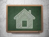 Понятие финансов: дома на фоне доске — Стоковое фото