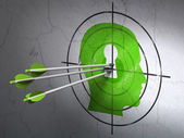 Education concept: arrows in Head With Keyhole target on wall background — Foto Stock