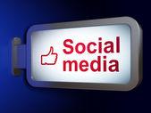 концепция социальных медиа: социальные медиа и палец вверх на billboard фон — Стоковое фото