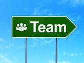 Affärsidé: team och business folk på väg underteckna bakgrund — Stockfoto