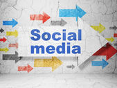 Social media concept: arrow with Social Media on grunge wall background — Stock Photo