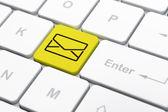 Koncepcja Biznesowa: e-mail na tle klawiatury komputera — Zdjęcie stockowe