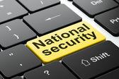 концепция защиты: национальной безопасности на фоне компьютерной клавиатуры — Стоковое фото