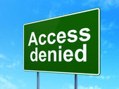 Concepto de privacidad: acceso denegado sobre fondo de signo de carretera — Foto de Stock