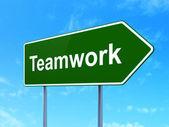 Concepto de Finanzas: trabajo en equipo sobre fondo de signo de carretera — Foto de Stock