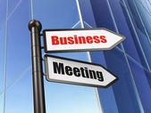 Koncepcja finansowania: spotkanie biznesowe znak na tle budynku — Zdjęcie stockowe