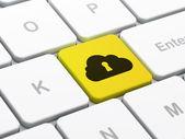 Concepto de computación en la nube: nube con el ojo de la cerradura en el fondo de teclado de computadora — Foto de Stock
