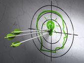 Concepto de educación: flechas en cabeza con bombilla blanco sobre fondo de pared — Foto de Stock