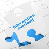 Konzept: informationsflut auf puzzle-hintergrund — Stockfoto