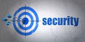 Säkerhetsbegreppet: mål och säkerhet på väggen bakgrund — Stockfoto