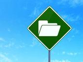 ファイナンスの概念: 道路標識背景上のフォルダー — ストック写真